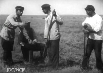 Early Soviet Jewish Life Captured on Film